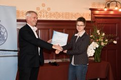 Ellen Sterk receives the AkzoNobel Graduation Prize for Chemistry and Process Technology (Photo: Hilde de Wolf)